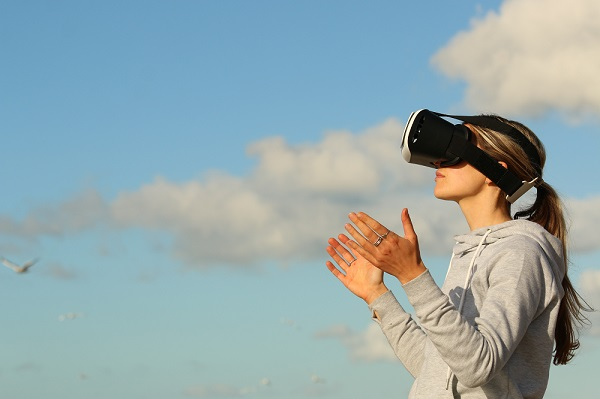 woman with Virtual Reality device